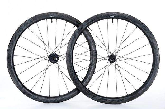 Picture of ZIPP 303 NSW Carbon Clincher Tubeless Disc Brake